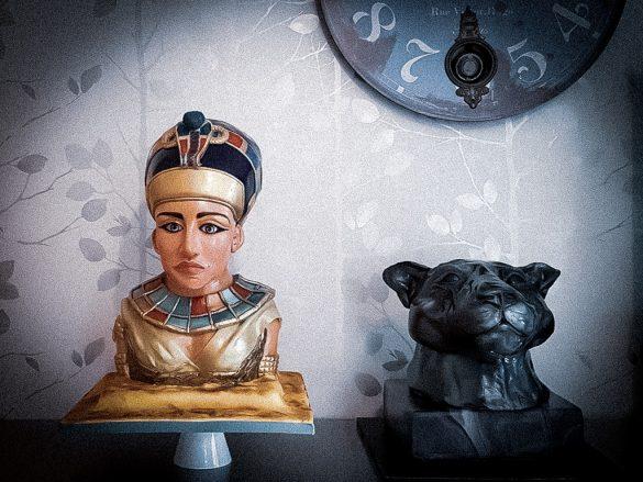 Nefertiti Figurine Cake